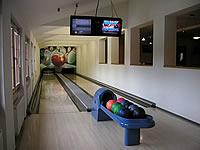 Bowling hotelu Horal, Léskové 583, Velké Karlovice – 2 dráhy UV, šňůrové stavěče Vollmer, scoring Qubica s řídícím PC, rok výstavby 2002