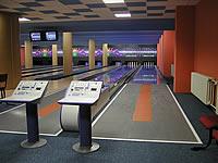 Bowling - restaurace s.r.o., Měšťanská 3786/72, Hodonín – sportovní kuželna, 2 segmentové dráhy UV, stavěče Vollmer, rok výstavby 2004, instalováno v jedné hale společně se 6 drahami bowlingu